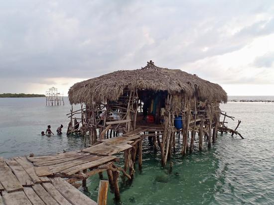 Những quán bar độc đáo, kỳ quái trên thế giới - Ảnh 7