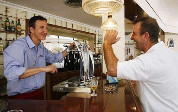 Những quán bar độc đáo, kỳ quái trên thế giới - Ảnh 8