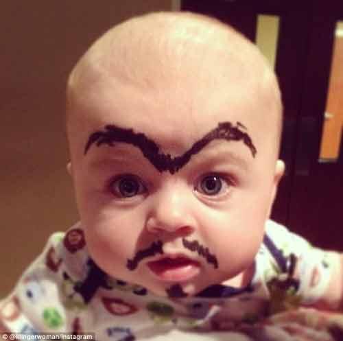 Ngộ nghĩnh các bé được vẽ lông mày, râu ria - Ảnh 2