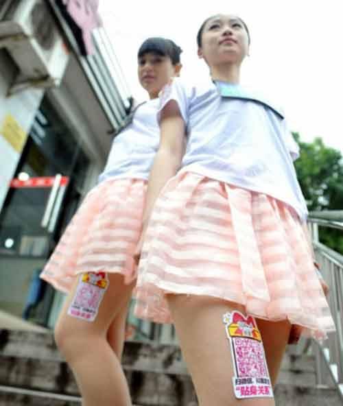 Nữ sinh Trung Quốc đua nhau cho thuê đùi để quảng cáo - Ảnh 3
