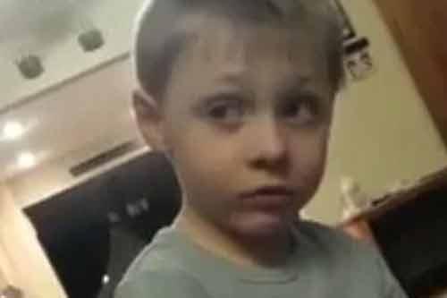 """Hài hước cậu bé 5 tuổi """"đau đầu"""" vì có quá nhiều bạn gái - Ảnh 1"""