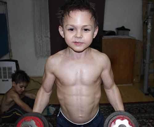 Hai cậu bé cơ bắp nhất thế giới tập thể hình 2h/ngày - Ảnh 1