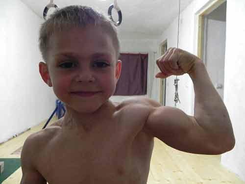 Hai cậu bé cơ bắp nhất thế giới tập thể hình 2h/ngày - Ảnh 2
