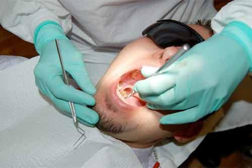 Trả thù tình: Nữ nha sĩ nhổ sạch răng bạn trai - Ảnh 1