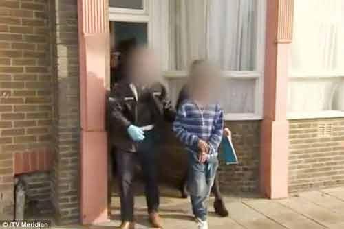 Bắt giữ 22 kẻ trong đường dây buôn bán gái mại dâm trẻ em - Ảnh 1