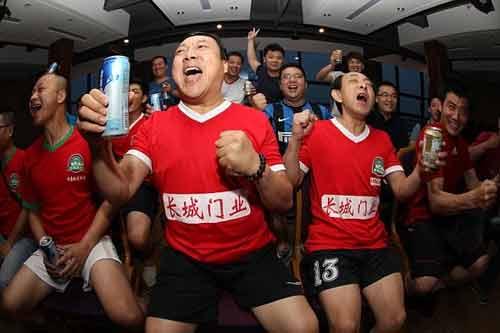Thức khuya xem World Cup, ba người Trung Quốc đột tử  - Ảnh 1