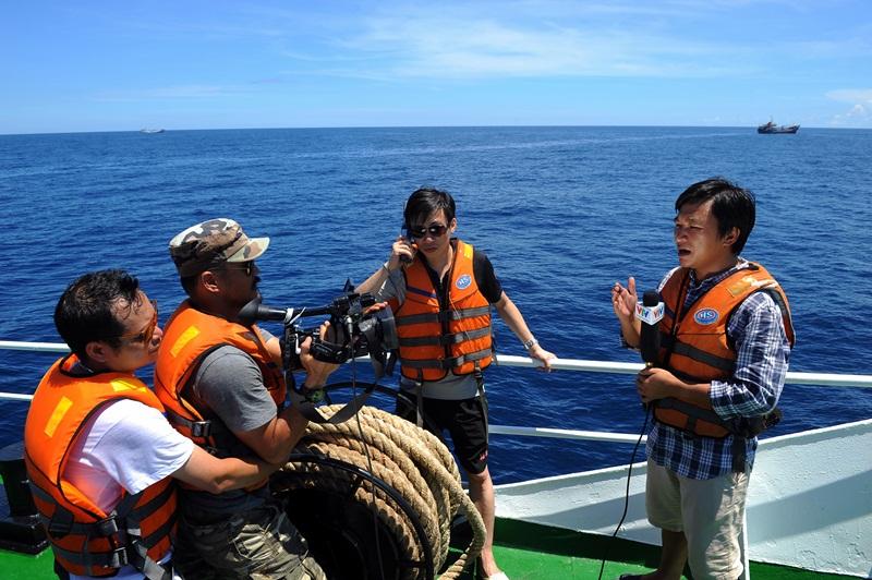 Phóng viên VTV với những hình ảnh chưa từng lên sóng ở Biển Đông - Ảnh 1