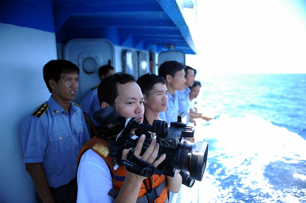 Phóng viên VTV với những hình ảnh chưa từng lên sóng ở Biển Đông - Ảnh 10