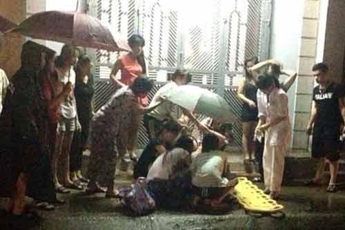Thương cảm bà mẹ trẻ sinh non ngoài đường giữa đêm mưa - Ảnh 1