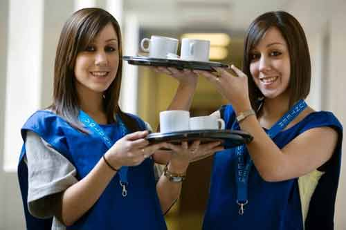 Chị em sinh đôi cùng làm bác sĩ tại một bệnh viện - Ảnh 3
