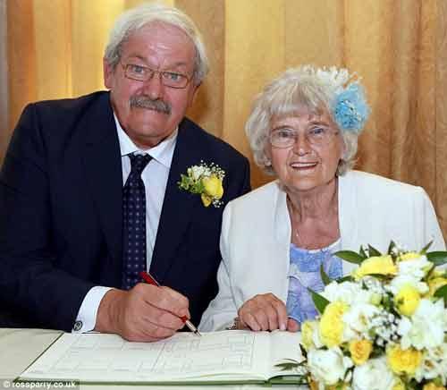 Cặp đôi U80 tổ chức đám cưới sau 42 năm nhận lời cầu hôn - Ảnh 3