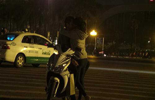 Clip: Những nụ hôn ngọt ngào trong đêm Valentine - Ảnh 1
