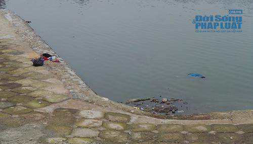 Phát hiện thi thể phụ nữ chết úp mặt dưới hồ Linh Đàm - Ảnh 2