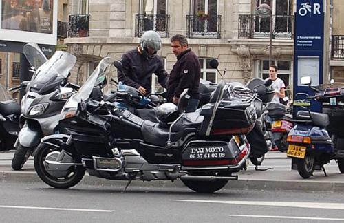 Honda GoldWing - Xế nổ bạc tỷ làm motor taxi - Ảnh 1