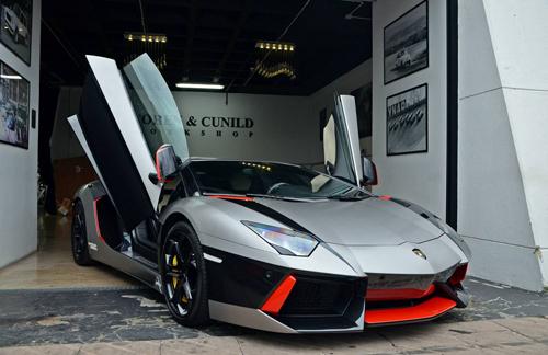 Siêu xe Lamborghini Aventador rực rỡ xuống phố du xuân - Ảnh 1