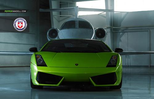 Bộ ảnh cực độc Lamborghini Gallardo khoe dáng cùng phi cơ - Ảnh 2