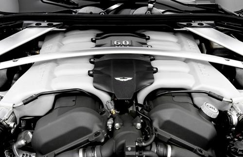 """""""Đinh ba"""" Maserati GT tung hứng cùng Aston Martin Vanquish - Ảnh 5"""