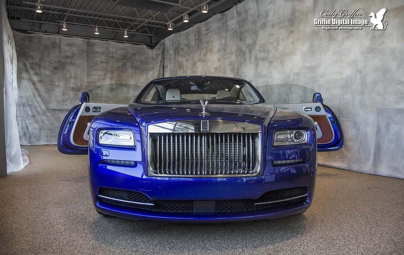 """Rolls-Royce Wraith """"độc"""" trong bộ cánh lạ - Ảnh 3"""
