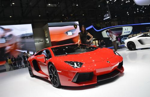Lamborghini xuất xưởng siêu xe Aventador trong vòng 8 giờ - Ảnh 1
