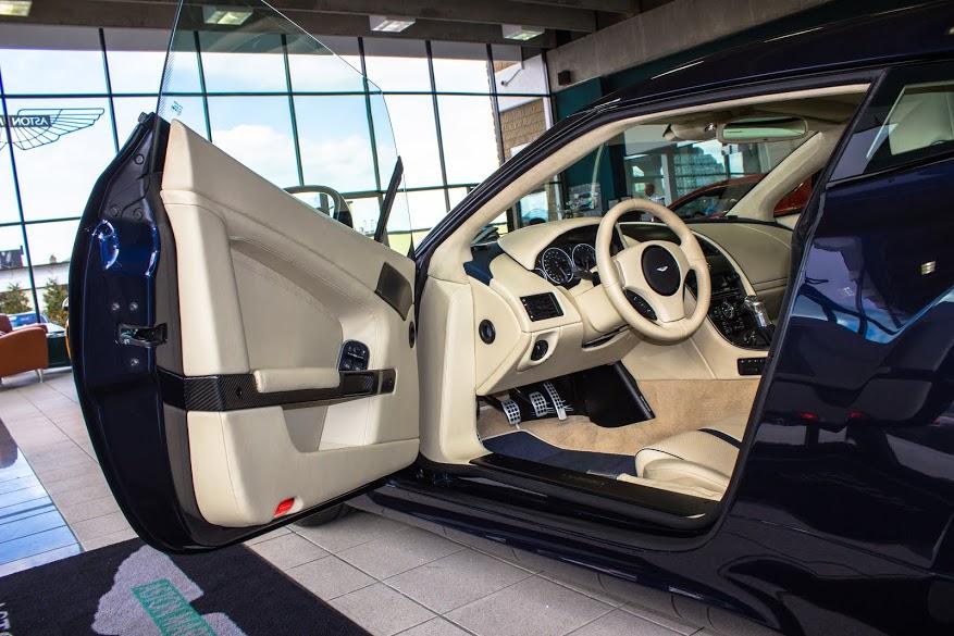 Nội thất sang chảnh của Aston Martin V12 Zagato - Ảnh 5