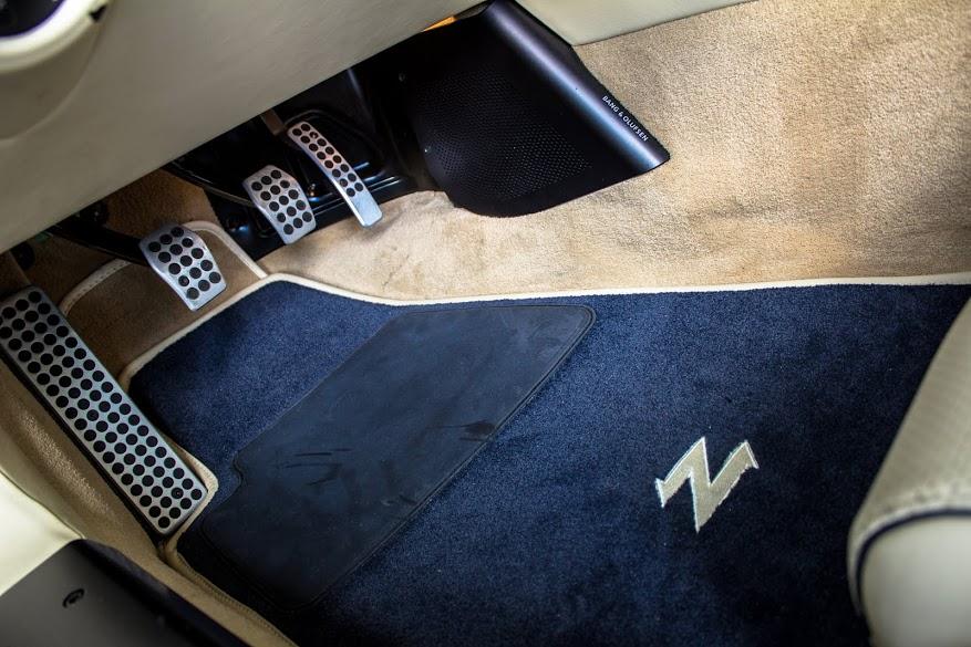 Nội thất sang chảnh của Aston Martin V12 Zagato - Ảnh 7