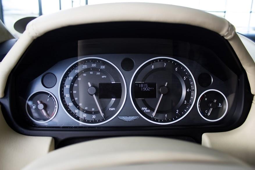 Nội thất sang chảnh của Aston Martin V12 Zagato - Ảnh 8