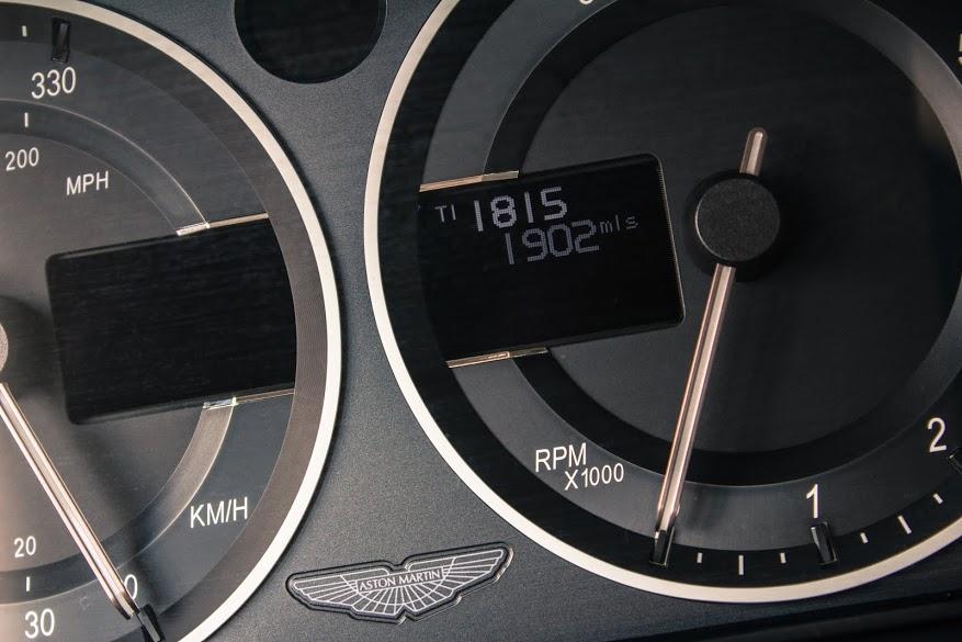 Nội thất sang chảnh của Aston Martin V12 Zagato - Ảnh 10