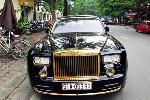 Rolls-Royce Phantom mạ vàng, chạm rồng thời Lý trên phố Hà thành - Ảnh 1
