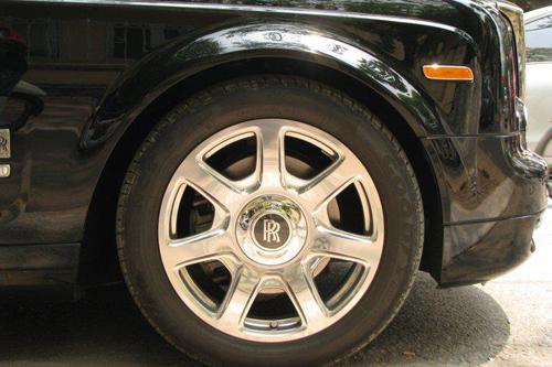 Rolls-Royce Phantom mạ vàng, chạm rồng thời Lý trên phố Hà thành - Ảnh 10
