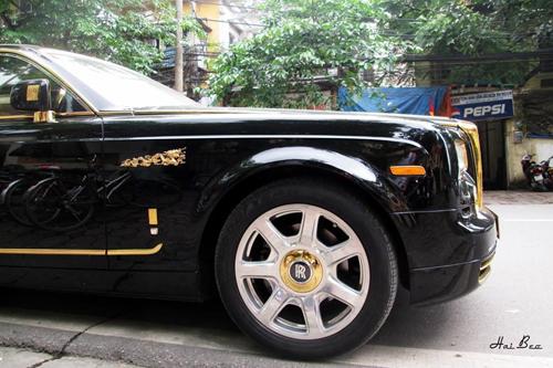 Rolls-Royce Phantom mạ vàng, chạm rồng thời Lý trên phố Hà thành - Ảnh 7