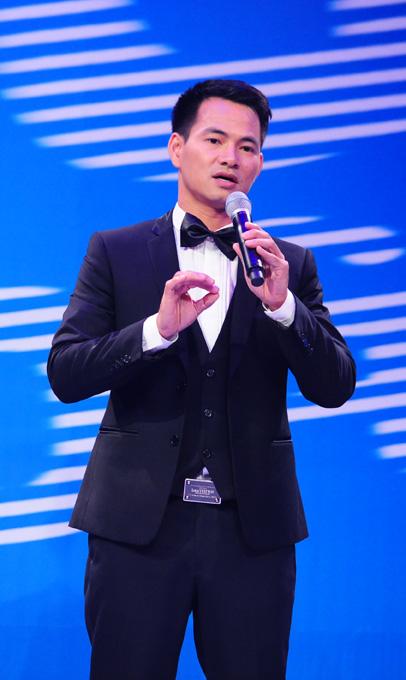 """Xuân Bắc tặng quà cho toàn thể phụ nữ xem """"Men show"""" ngày 20/10 - Ảnh 1"""