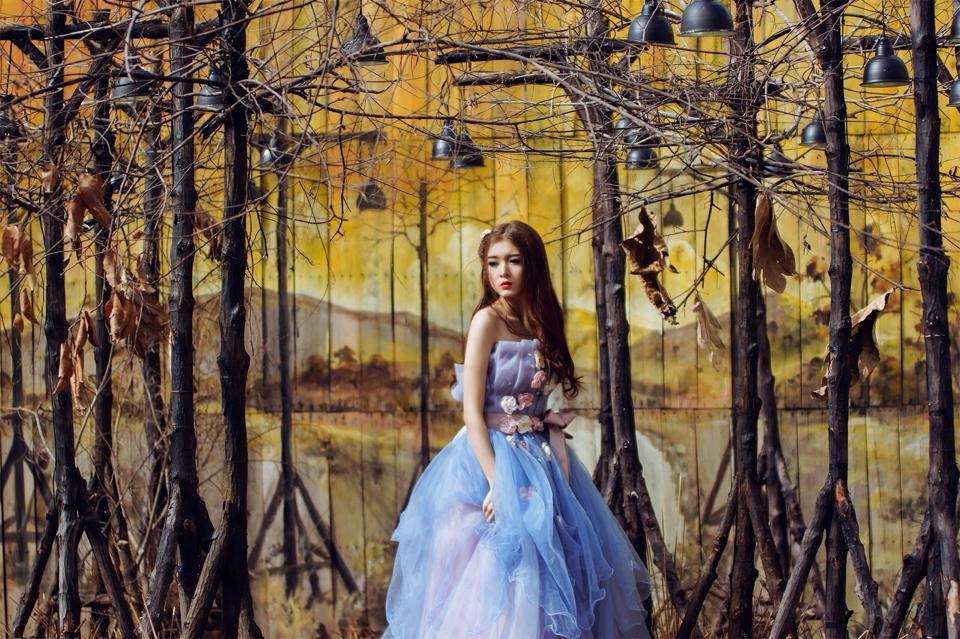 Ngắm bộ ảnh búp bê Việt Lily Luta mặc váy cô dâu đẹp long lanh - Ảnh 13