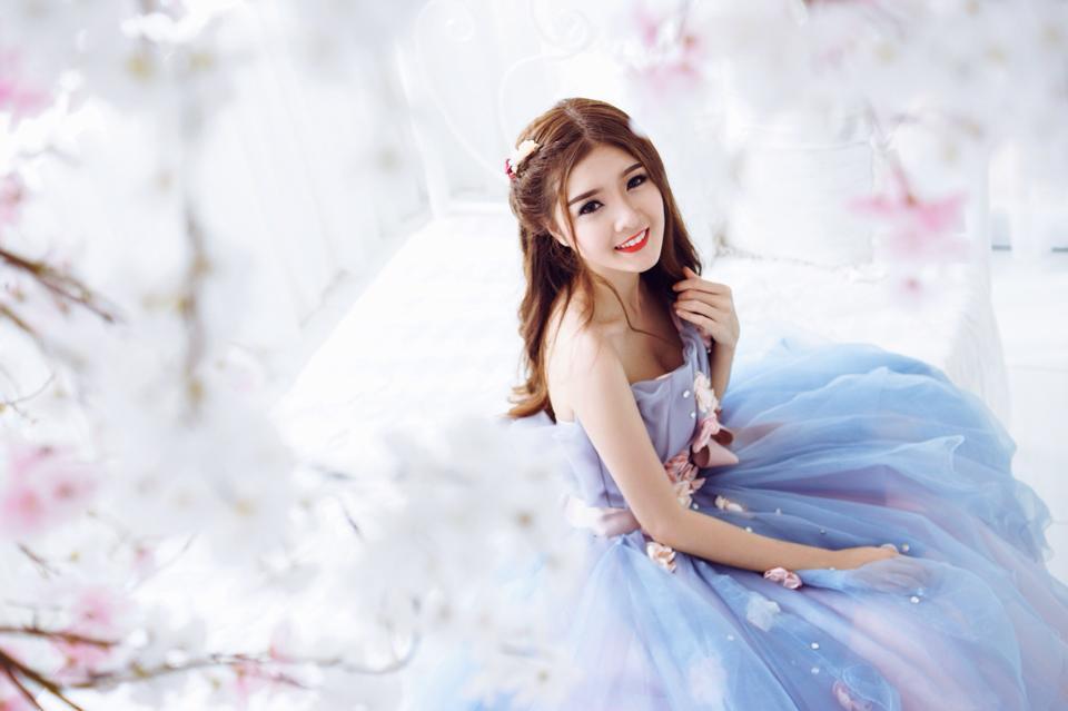 Ngắm bộ ảnh búp bê Việt Lily Luta mặc váy cô dâu đẹp long lanh - Ảnh 8