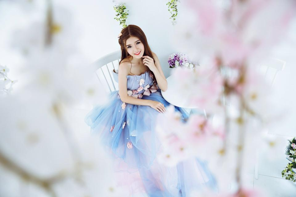 Ngắm bộ ảnh búp bê Việt Lily Luta mặc váy cô dâu đẹp long lanh - Ảnh 9