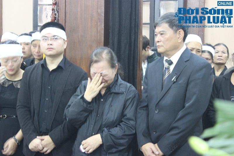 Nước mắt nghẹn đắng trong lễ tang 3 mẹ con người Việt tử nạn MH17 - Ảnh 10