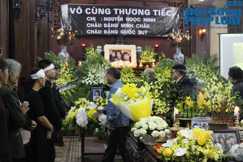 Nước mắt nghẹn đắng trong lễ tang 3 mẹ con người Việt tử nạn MH17 - Ảnh 12