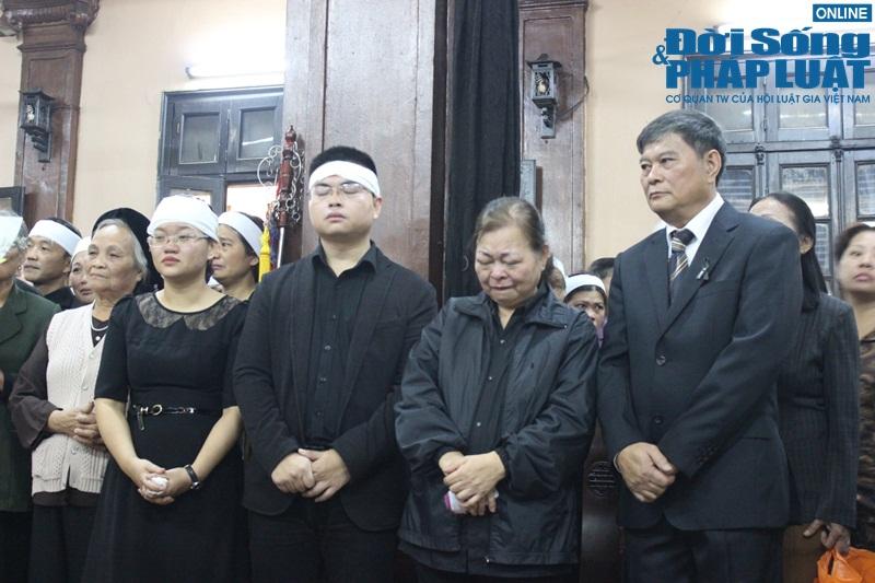 Nước mắt nghẹn đắng trong lễ tang 3 mẹ con người Việt tử nạn MH17 - Ảnh 9