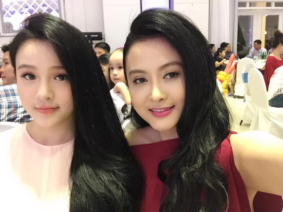 Hot girl Hà thành xinh tươi dự đầy tháng con trai Tuấn Hưng - Ảnh 2