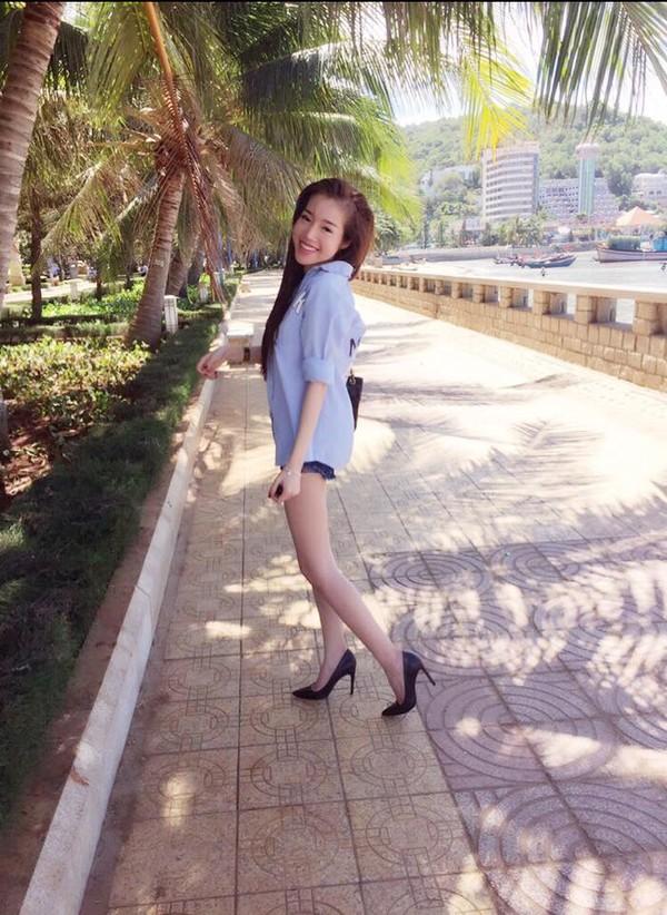 Mê mẩn nhan sắc cựu hot girl Việt làm mẹ nhưng vẫn xinh lung linh - Ảnh 8