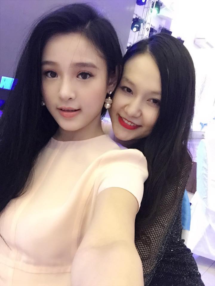 Mê mẩn nhan sắc cựu hot girl Việt làm mẹ nhưng vẫn xinh lung linh - Ảnh 3