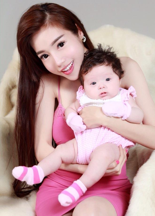 Mê mẩn nhan sắc cựu hot girl Việt làm mẹ nhưng vẫn xinh lung linh - Ảnh 6