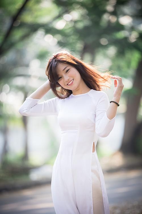 Hot girl Hoàng Yến Chibi đẹp tinh khôi trong tà áo dài - Ảnh 13