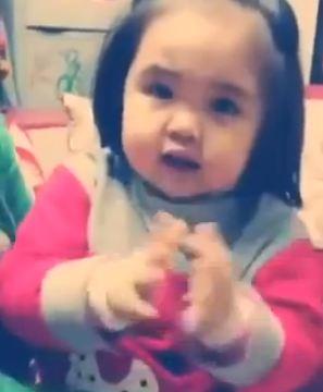 """Xem cover """"Mình yêu nhau đi"""" của bé 2 tuổi cực đáng yêu - Ảnh 1"""