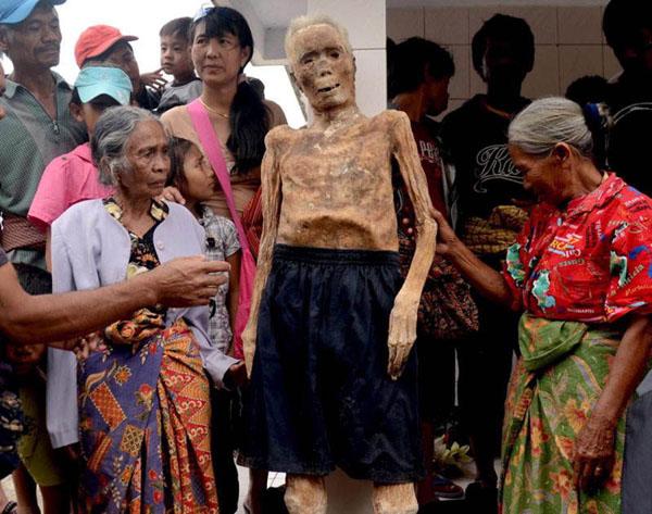 Kỳ lạ chuyện xác chết đi lại, tìm đường về nhà ở Indonesia - Ảnh 2