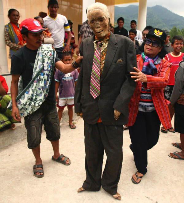 Kỳ lạ chuyện xác chết đi lại, tìm đường về nhà ở Indonesia - Ảnh 3
