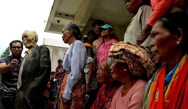 Kỳ lạ chuyện xác chết đi lại, tìm đường về nhà ở Indonesia - Ảnh 5