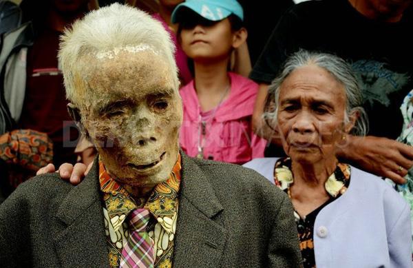 Kỳ lạ chuyện xác chết đi lại, tìm đường về nhà ở Indonesia - Ảnh 6