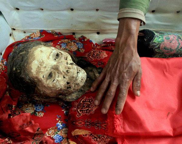 Kỳ lạ chuyện xác chết đi lại, tìm đường về nhà ở Indonesia - Ảnh 8