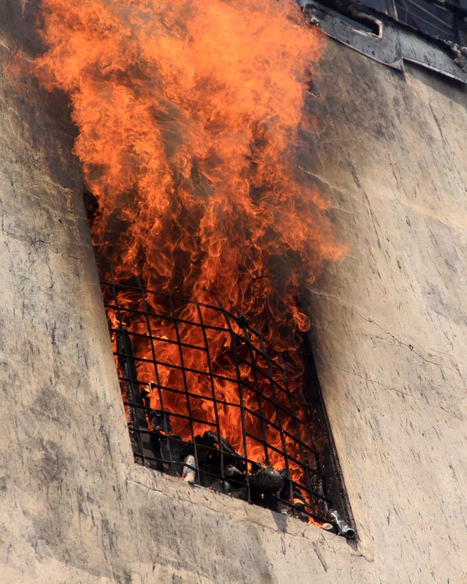 9 chiến sĩ ngạt khí độc trong lúc chữa cháy tại Đà Nẵng - Ảnh 1
