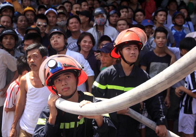 9 chiến sĩ ngạt khí độc trong lúc chữa cháy tại Đà Nẵng - Ảnh 3